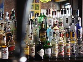 Россиянам рекомендовали не пить местный алкоголь в Турции