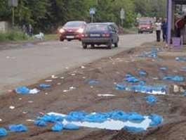 В Ижевске одну из улиц завалило кучей грязных бахил