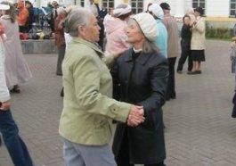 В День рождения Ижевска пенсионеры станцевали вальс и танго
