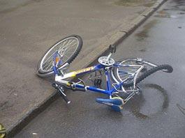 В Удмуртии грузовик сбил велосипедистку из Свердловской области