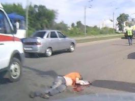 В Ижевске под колесами мусоровоза погиб мужчина