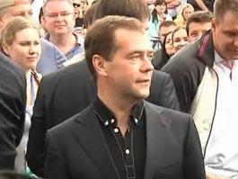 Медведев станцевал на рок-концерте