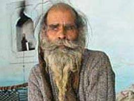 Индус 37 лет не мылся, чтобы жена родила ему сына