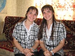 В Удмуртии сестры-близняшки окончили школу с золотыми медалями