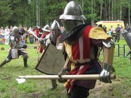 Рыцарские бои в Ижевске: раненых воинов увозила «скорая»