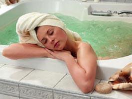 Американские ученые нашли связь между приемом горячей ванны и одиночеством