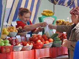 Ижевчане рискуют здоровьем, покупая овощи на улице
