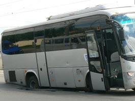 В Ижевске в яму провалился автобус