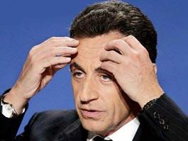 Президента Франции оттаскали за шиворот