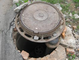 В Ижевске стали воровать крышки канализационных люков