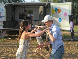 Настоящих романтиков приглашают потанцевать на ижевских улицах