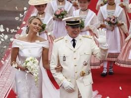 Во Франции широко празднуют свадьбу князя Монако Альбера II и Шарлен Уиттсток