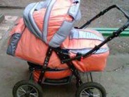 В Воркуте мужчина пинает детские коляски с младенцами