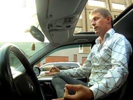 В автомобильной пробке в Москве ижевчанин занимается…йогой