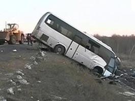 В Китае грузовик подрезал автобус с россиянами, 23 человека пострадали
