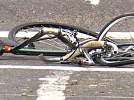 В Воткинске маленький велосипедист попал под мусоровоз