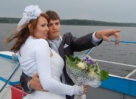Ижевских молодоженов, сыгравших свадьбу на Селигере, поздравили 5000 человек
