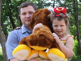 Полицейский из Удмуртии спас девочку, едва не утонувшую в пруду