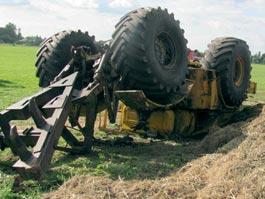 В Удмуртии перевернулись сразу два трактора