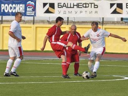 На сельских играх президент Удмуртии забил два гола
