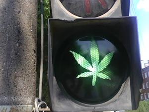 В Ижевске появился светофор с марихуаной