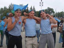 День ВДВ в Ижевске: десантники зажигали на сцене и не купались в фонтанах