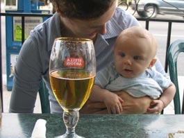 Новый закон об алкоголе разрешил детям пиво