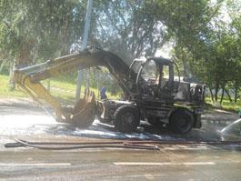 В Ижевске на перекрестке сгорел экскаватор