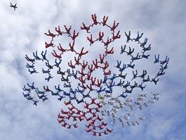Российские парашютисты установили рекорд, составив фигуру из 186 человек