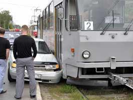 В Ижевске автомобиль столкнулся с трамваем