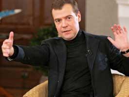Медведев потребовал придумать способ, как избежать махинаций при сдаче ЕГЭ