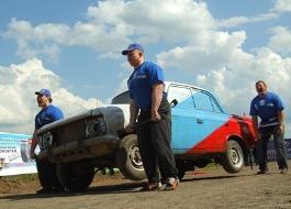 Ижевчане красят машины в цвета российского триколора