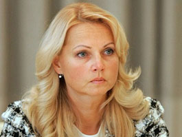 Голикова попросила губернаторов разобраться со снижением зарплат медработников