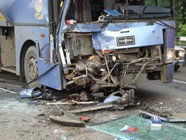 Страшное ДТП в Свердловской области: автобус столкнулся с КАМАЗом