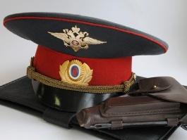 Полицейский из Удмуртии незаконно проник в чужой дом и устроил скандал