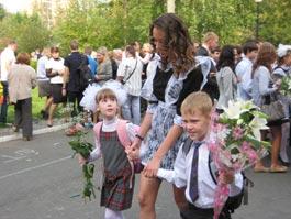 1 сентября в Ижевске: школьникам напоминают про ПДД и пугают ЕГЭ
