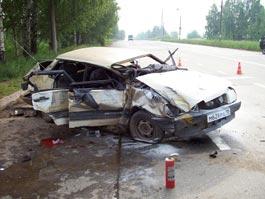 На трассе в Удмуртии из искореженного угнанного авто вытащили два тела