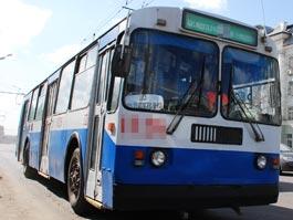 В Ижевске неизвестные обстреляли троллейбус