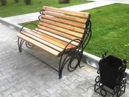 В Донецке девушка погибла от удара током, присев на скамейку