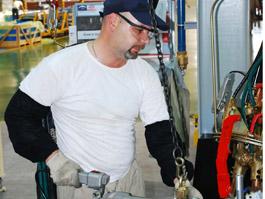 Работников «Ижевского автозавода» переведут в другую автомобильную компанию