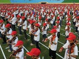 Более 4 тысяч школьников с Тайваня одновременно сыграли на скрипке