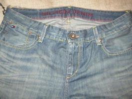 Убегая от полиции, ижевский студент-воришка порвал джинсы