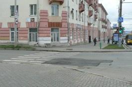 Яму на перекрестке Пушкинской и Красногеройской залатали