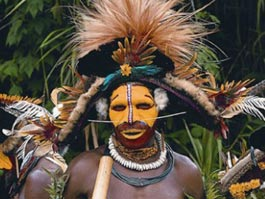 Юный папуас подстрелил туриста из лука, чтобы овладеть его женщиной