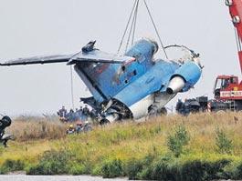 Названа возможная причина падения самолета с хоккеистами