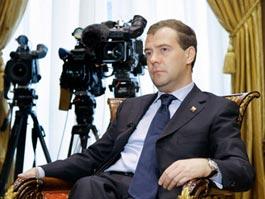 Медведев дал внеочередное интервью трем каналам