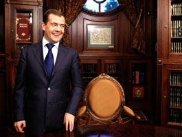 Медведев отказался «толкаться локтями» с Путиным