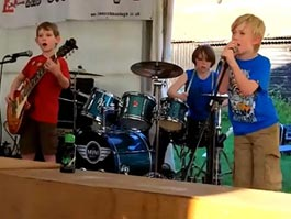 Песня группы Metallica в исполнении детей стала интернет-хитом