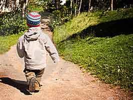 В Удмуртии 2-летний мальчик всю ночь бродил по лесу под проливным дождем
