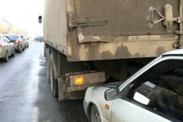 Подробности ДТП на Удмуртской в Ижевске: грузовик смял 4 машины из-за сломанного сцепления